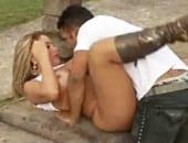 Video Cleo Cadilac fudendo pelada no mato dando cu