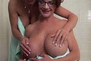 duas mulheres maduras peladas