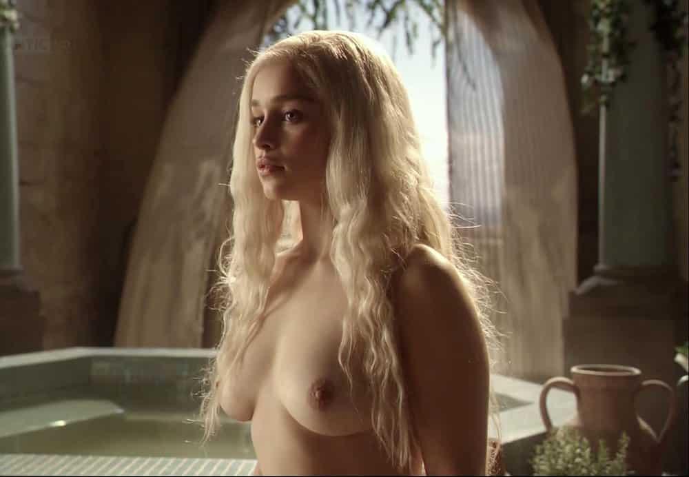 emilia clark pelada