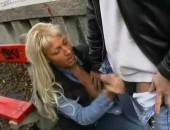 mulher batendo punheta na rua