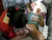 Mulher depilando a buceta e cu em depilação real