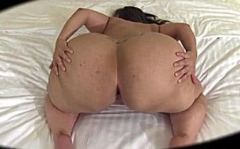 mulher gorda nua de quatro pelada