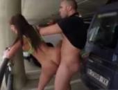 Fazendo sexo na garagem do aeroporto