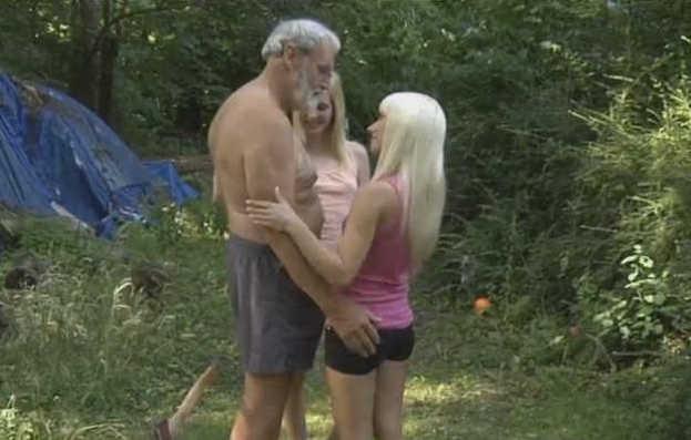 Velho Comendo Novinhas Putas e Taradas