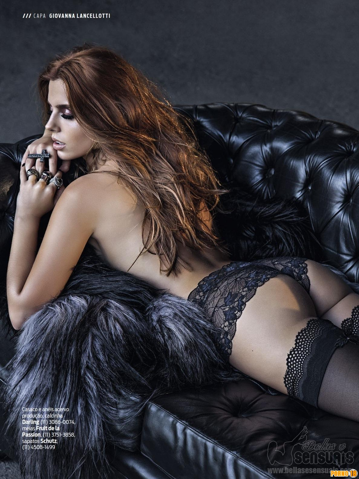 Giovanna Lancellotti pelada deitada