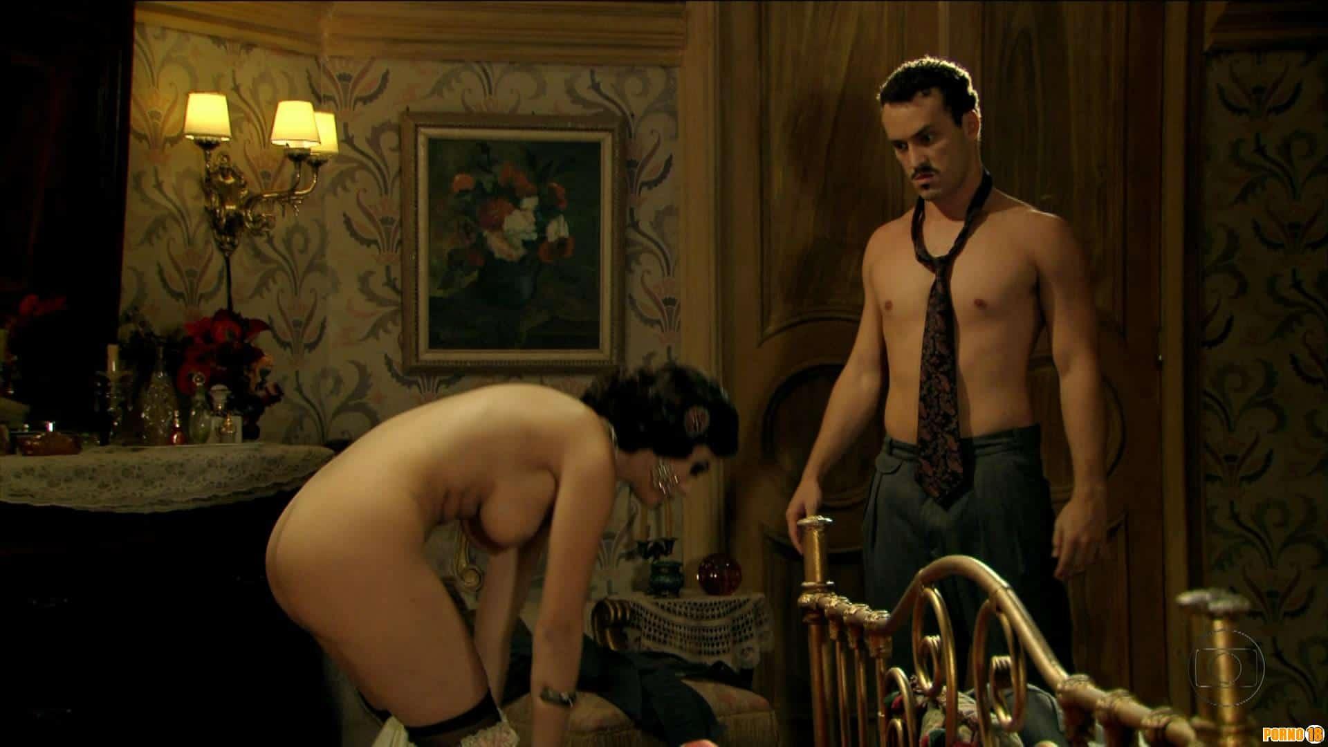Giovanna Lancellotti tirando a roupa