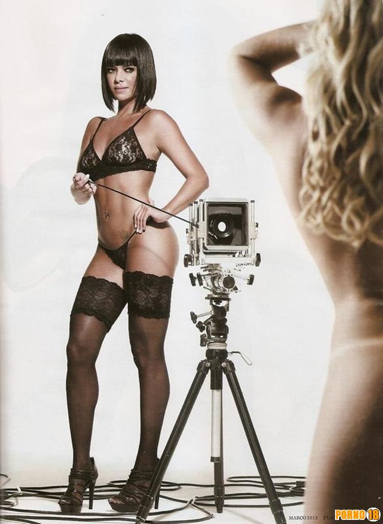 Valentina tirando a roupa