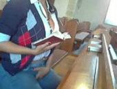 Crente safada se masturbando na igreja