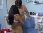 Comendo a dentista pelada na consulta