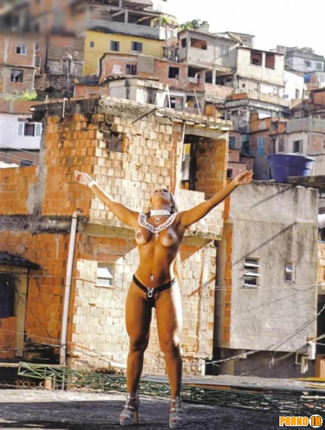 nudez valesca popozuda favela